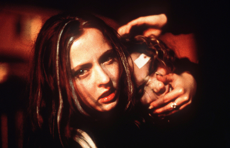Ginger Snaps (Film) Review – A Voluptuous Mind